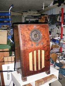 SANY0009. 2013 10 14. Kungs Radio, modell 321 VM 50 per. Nummer 48322. Installerad i en Kungs Golvmöbel nummer 67.