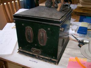 0105. Telefunken rörmottagare. Typ: 31W. Nummer 6420. Enligt uppgift första Telefunken med inbyggd 220 volt. Fotonr: 100_1206. Inlagt på webben 2014 06 03.