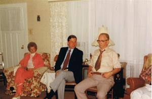 Efteravskedsfest hos moster Märta och morbror Kalle.