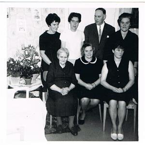 Mor Hermanna och sex av hennes barn.