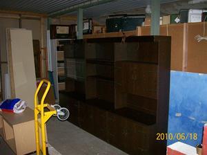 429. Bokhylla. Typ: Tre sektioner, glasdörrar och barskåp. Fotonr: 100_5983