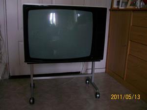 547. Bang & Olufsen 4402, television. Typ: 3521 26. Nr: 1380049. Tillv.år: 1977/Danmark. Inköpspris, ny: 4200:-. Inköpsställe: Radio & TV-hörnan Visby 18/2 1977. Fotonr: 100_8205