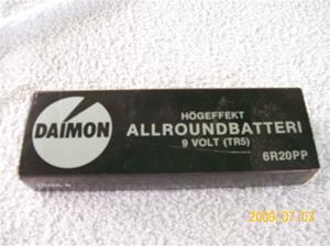 306. Diamon, batteri. Typ: Allroundbatteri högeffekt 9v TR5. Nr: 6 R 20 PP. Tillhör radio men nr: 305. Fotonr: 100_3614