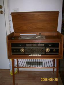 004. Dux, radiogrammofon. Typ: V1421. Nummer: 880111. Fotonr: 100_0997