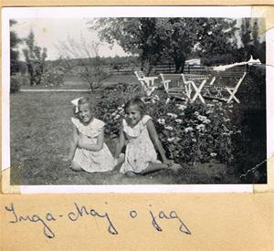 Inga-Maj och jag (Anna-Stina) i trädgården på Näs 001