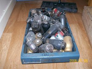 216. Såld. Radiorör i plastlåda. Begagnade/otestade. Fotonr: 100_1363