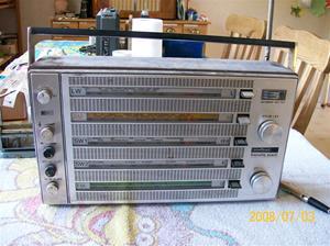 135. Nordmende transistorradio. Typ: Transita exact 104. Nummer: 0.104 B-405 05. Fotonr: 100_1253. Inlagt på webben 2014-06-05.