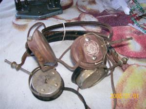 082. Telefunken hörlurar, mm. 2 par.  Fotonr: 100_1163. Inlagt på webben 2014 06 03.
