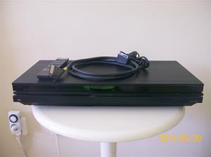 875. Bang & Olufsen VHS-bandspelare. Typ: VX 7000. Nummer: 10950067. Tillv; 1994 i Danmark. Nypris inkl. TV:n nr 874 och fjärrkontroll, 28000:-. Fotonummer: 101_0638