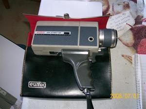085. Eumig Super 8 filmkamera, made in Austria. Typ: Eumigette Zoom. Med tillhörande väska. Fotonr: 100_1166. Inlagt på webben 2014 06 03.
