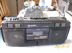247. Sharp, radiokassettbanspelare. Typ: Sharp Stereo cassette recorder WQ-T232. Nr: 70846478. Fotonr: 100_2157
