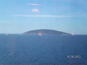 SANY0012. Blå jungfrun, del 1. Dock syntes inga Påskkärringar, utom dom på båten förstås. Kanske lite sent på säsongen.