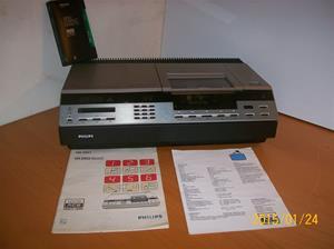 894. Philips 2000, Videorecorder. Typ: VR 2020/00. Nr: WD 55 111 2 105 7610. Fotonr: 101_0677