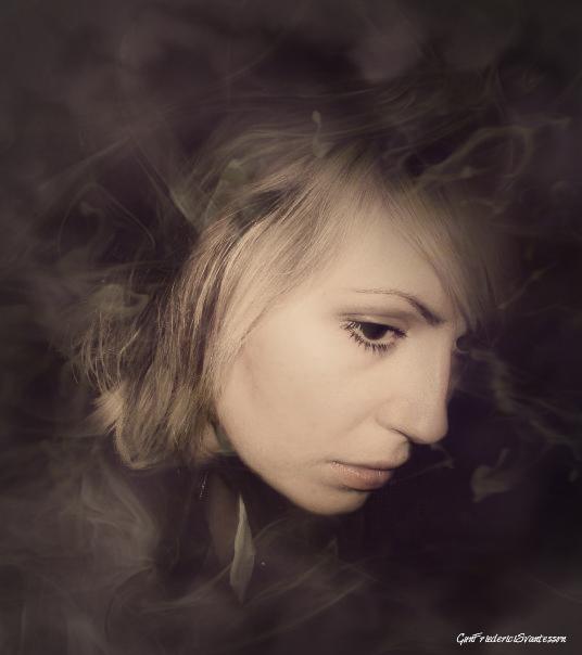 'Bortom tid och rum' Kvinnoporträtt I