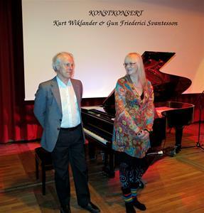 Kurt Wiklander, tonsättare och pianist. Gun Friederici Svantesson, konstnär. Konstkonsert på Kulturhuset Fregatten, Stenungsund.