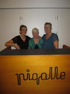 9. En glad trio efter en trevlig kväll... Lilian, Viola och chefen själv Saga.