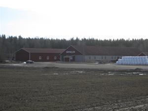 1. Utanför Eskilstuna ligger Råbyhallen.