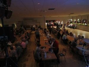 11. I pausen förvandlades dansgolvet till en stor fikasal där de 366 gästerna kunde sitta och fika..
