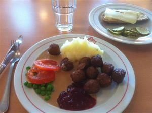 7. I mässen serverades mycket smått och gott...