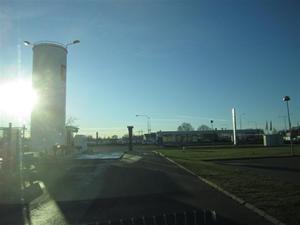 1. Solen strålar från en klarblå himmel när vi startar vår resa mot Örebro