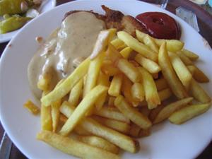 5. ...det serverades schnitzel med valfri potatis.
