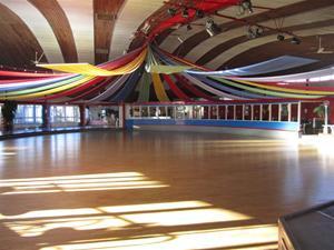 4. Dansgolvet skall snart fyllas med dansglada människor