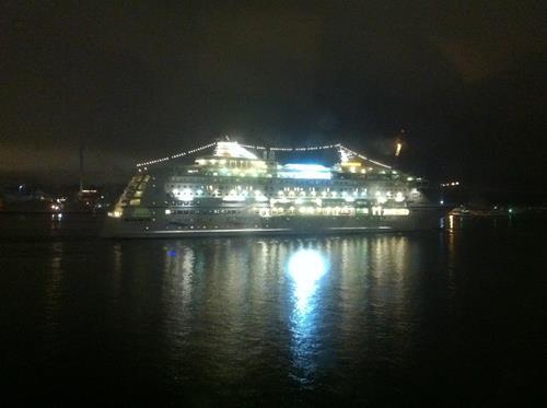9. Birka seglar vidare med nya band ombord. Hej då!