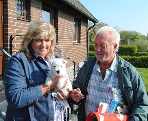 Ann och Boo hämtar hem Dino
