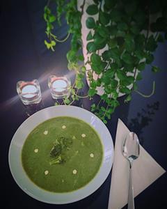 Broccoli- och spenatsoppa