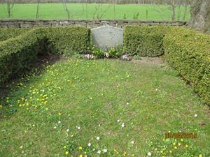 2015 04 30. Min mormor och morfars grav, Hermanna och Oskar Cederlund. Fotonr: IMG_1587