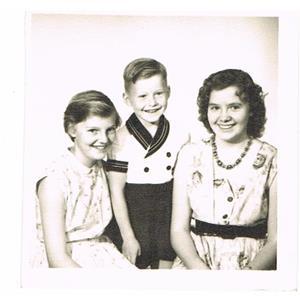 29. Agnes (Cederlund) och Arnold Larssons barn. Från vänster. Gerd, Lars-Arne och Ulla.