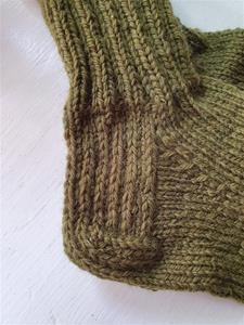Socka stickad med förstärkt häl