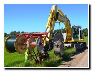 Ner plöjning fiberslang och el-kabel 120726_bild2