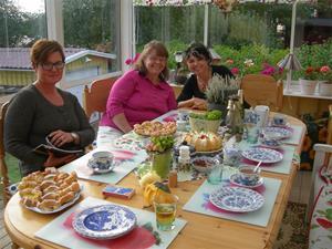 Med Katrineholms tårta och wienerbröd