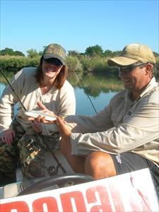 Camilla och Craig med Camillas Tigerfish på Komati River