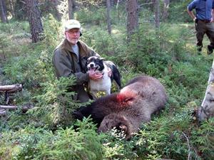 04.Nyss fälld björn med skytt och hund
