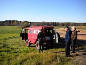 14. Per-Johan Wännström med harrfylld jeep