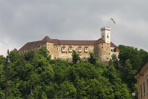 Sloveniens äldsta slott