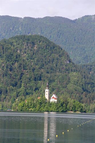 Sjön Bohinj vid staden Blend
