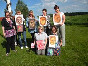 Några av deltagarna i psychic art-kurs