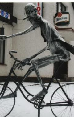 Plastika číšník cyklista