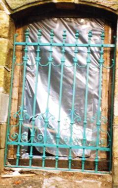 kovaná zámecká mříž