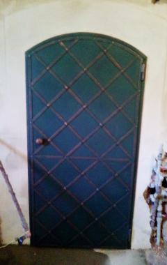 železné dveře