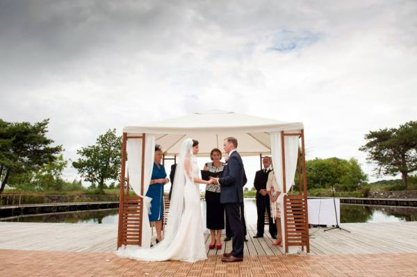 The 10 Questions To Ask Before You Book Your Wedding Venue