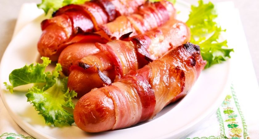 This pub is willing to pay you £500 to taste test pigs in blankets for Christmas.