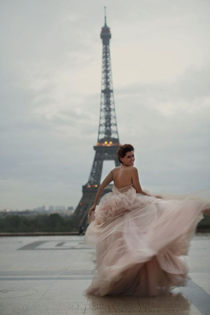 How to travel with the wedding dress,