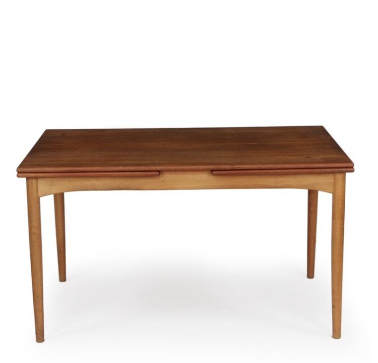 Matbord i teak och ek. Tillverkat i Danmark