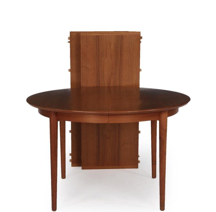 Runt matbord formgivet av Arne Vodder