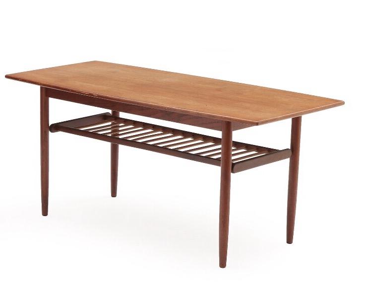 Soffbord med tidningshylla. Tillverkad i Danmark