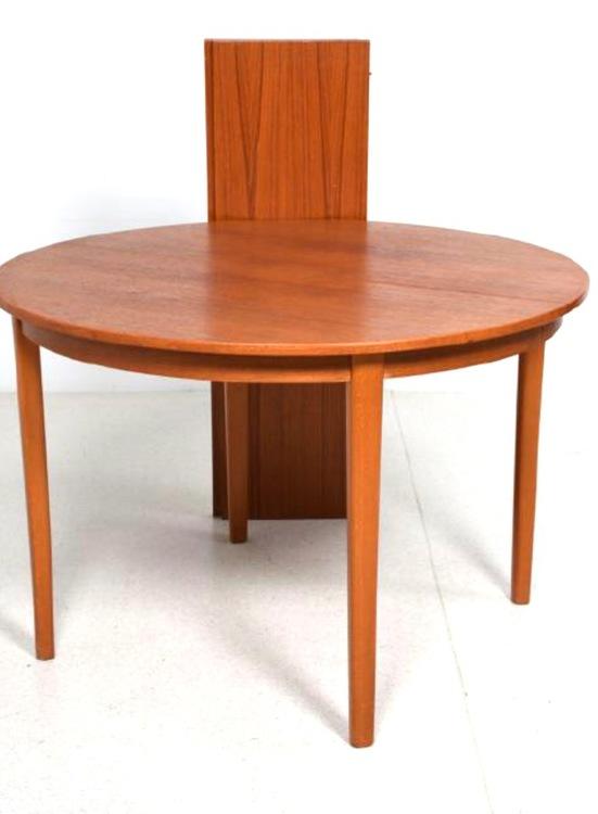 Runt matbord i teak med 2 iläggskivor